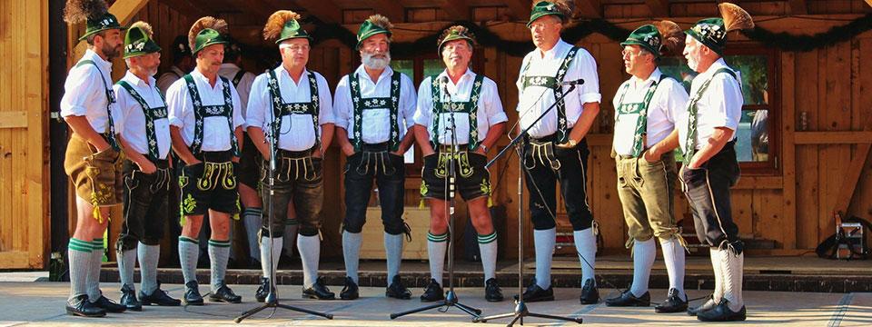 http://www.ramonaluengen.com/wp-content/uploads/2013/01/Mens-choir-2.jpg