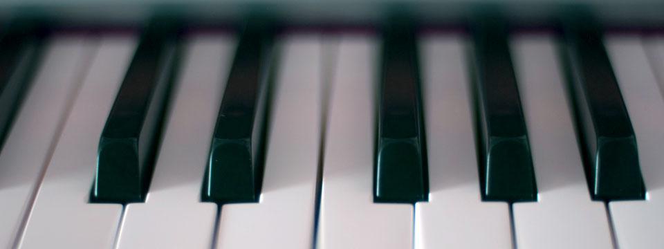 http://www.ramonaluengen.com/wp-content/uploads/2013/01/piano_blur_960.jpg
